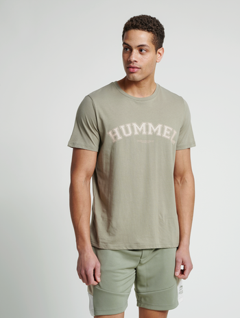 hmlVARSITY T-SHIRT, VETIVER, model
