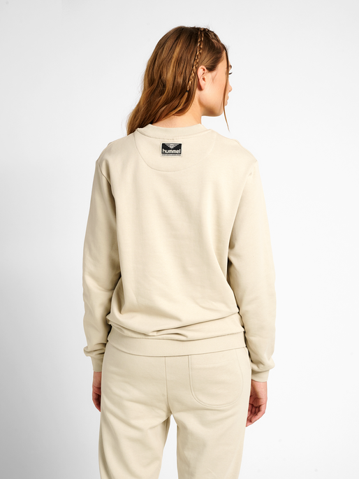 hmlTEMPO SWEATSHIRT, PELICAN, model