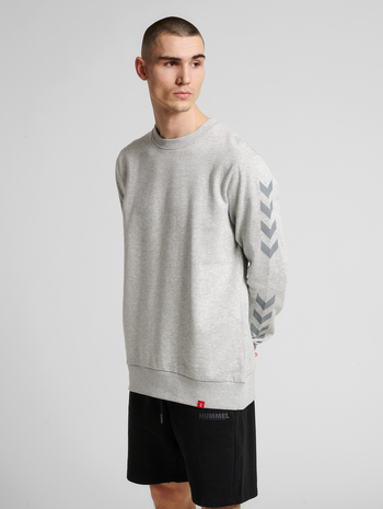 hmlLEGACY CHEVRON SWEATSHIRT, GREY MELANGE, model