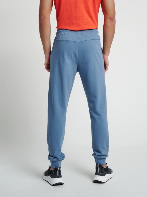 hmlISAM REGULAR PANTS, CHINA BLUE, model