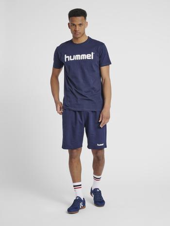 HUMMEL GO COTTON LOGO T-SHIRT S/S, MARINE, model