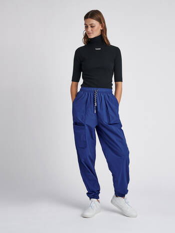 hmlSTORM OVERSIZED PANTS, MAZARINE BLUE, model