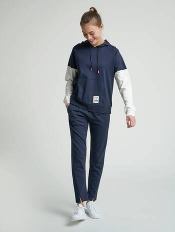 hmlCEDAR HOODIE, BLUE NIGHTS, model