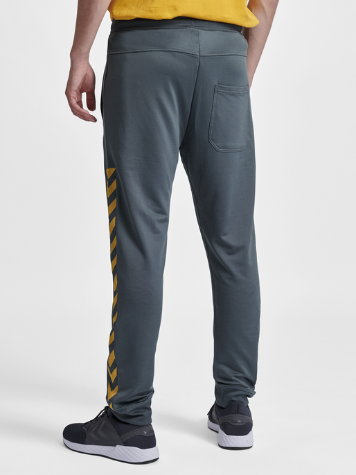 HMLNATHAN PANTS, URBAN CHIC, model