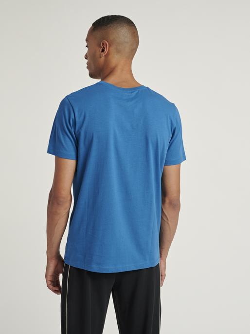 hmlPETER T-SHIRT S/S, BLUE SAPPHIRE, model