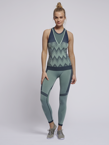 hmlASTRID SEAMLESS TOP, ICE GREEN, model