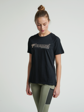 hmlZENIA T-SHIRT S/S, BLACK/HUMUS, model