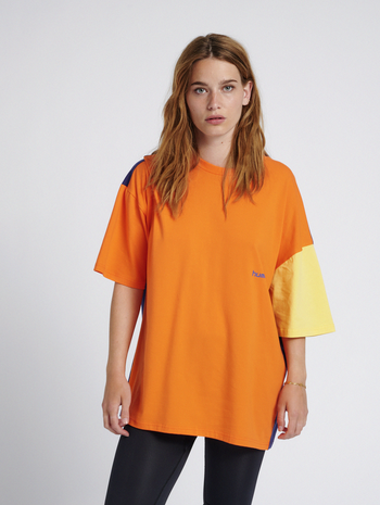hmlMULTI COLOR T-SHIRT, CARROT, model