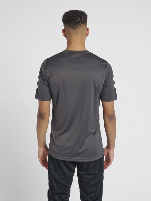 CORE POLYESTER TEE, ASPHALT, model