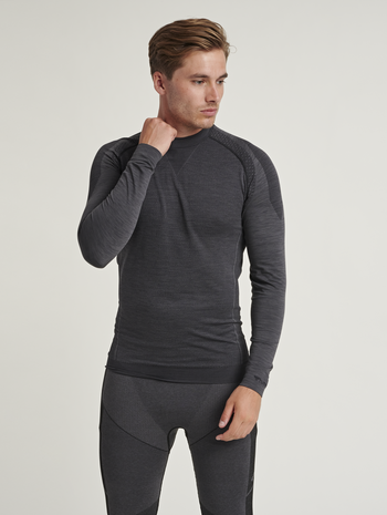 hmlTRACKER SEAMLESS T-SHIRT L/S, BLACK MELANGE, model