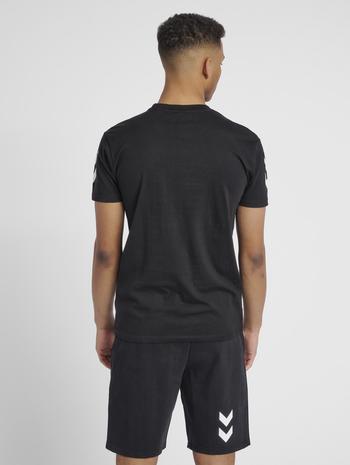 HUMMEL GO COTTON T-SHIRT S/S, BLACK, model