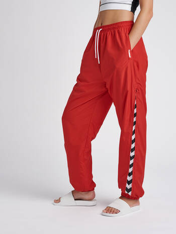 hmlCHRISTAL OVERSIZED PANTS, TRUE RED, model