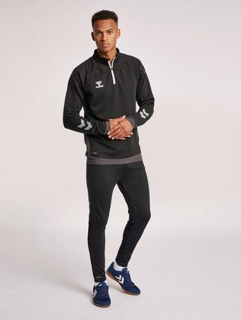 hmlLEAD PRO FOOTBALL PANTS, BLACK, model
