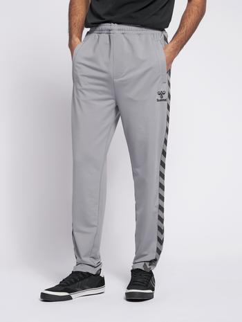 HMLNATHAN PANTS, QUARRY, model