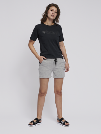 hmlNICA SHORTS, GREY MELANGE, model