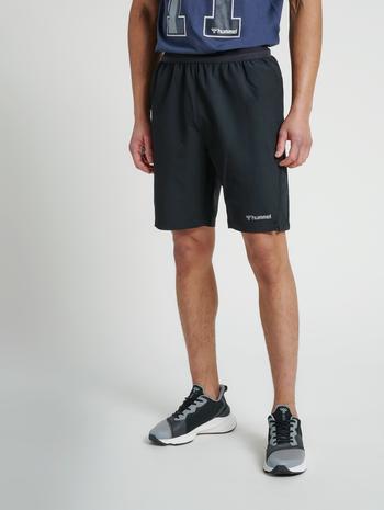 hmlTORIN SHORTS, BLACK, model