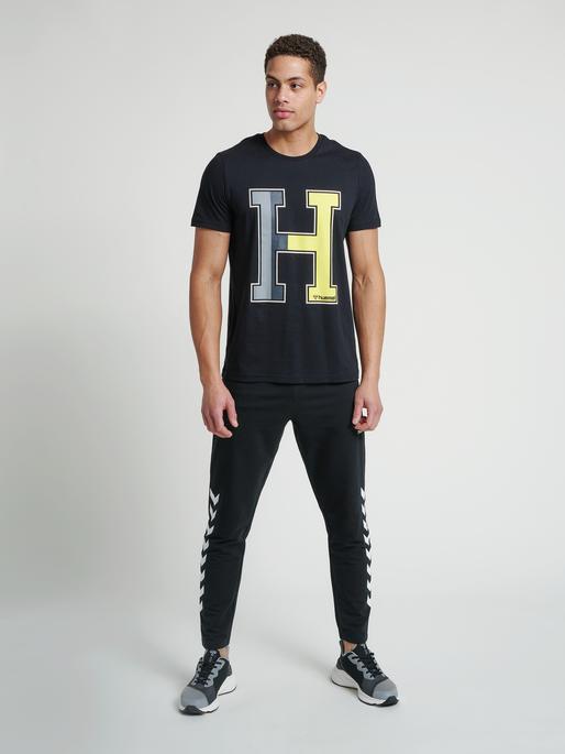hmlRAY 2.0 TAPERED PANTS, BLACK, model